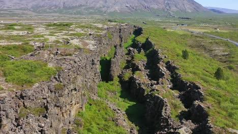 Hermosa-Antena-Sobre-La-Cordillera-Del-Atlántico-Medio-En-Thingvellir-Islandia-3