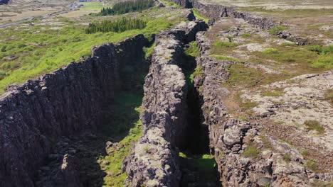 Hermosa-Antena-Sobre-La-Cordillera-Del-Atlántico-Medio-En-Thingvellir-Islandia-7