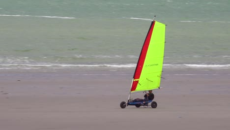 Land-carts-or-sail-carts-or-blokarts-are-sailed-on-the-beach-in-France