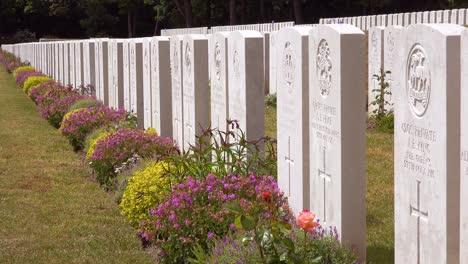 Establecimiento-De-Tiro-Del-Cementerio-De-La-Guerra-Mundial-Etaples-Francia-Cementerio-Militar-Y-Lápidas-De-Soldados