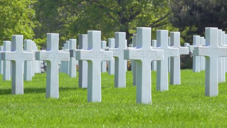 Graves-and-crosses-at-American-World-War-Two-cemetery-memorial-at-Omaha-Beach-Normandy-France-1