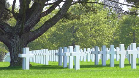 Graves-and-crosses-at-American-World-War-Two-cemetery-memorial-at-Omaha-Beach-Normandy-France-2