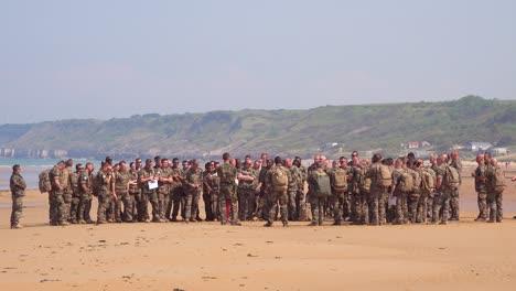 Französische-Militärarmee-Truppen-Werden-Am-Omaha-Beach-Normandie-Frankreich-Ort-Des-Zweiten-Weltkriegs-D-Day-Invasion-Der-Alliierten-Ausgebildet-1