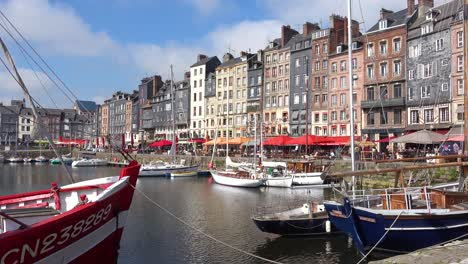 Beautiful-establishing-of-Honfleur-France-with-old-colorful-buildings-and-cafes-1