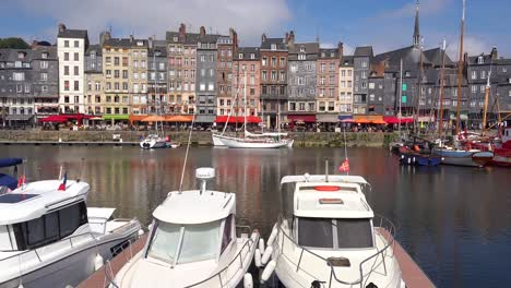 Beautiful-establishing-of-Honfleur-France-with-old-colorful-buildings-yachts-sailboats-in-harbor-and-cafes-1