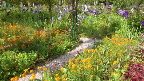 Flowers-grow-in-the-garden-of-Claude-Monet-in-Giverny-France-1