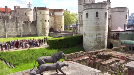 Tourists-gather-around-the-historic-Tower-Of-London-in-London-England