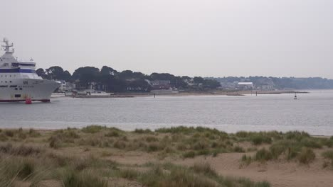 A-massive-Brittany-Ferry-boat-heads-out-across-the-English-Channel-from-England-to-France