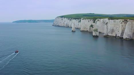 Schöne-Antenne-über-Den-Weißen-Klippen-Von-Dover-In-Der-Nähe-Von-Old-Harrys-Rocks-An-Der-Südküste-Englands