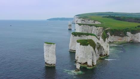 Hermosa-Antena-Sobre-Los-Acantilados-Blancos-De-Dover-Cerca-De-Old-Harris-Rocks-En-La-Costa-Sur-De-Inglaterra-2