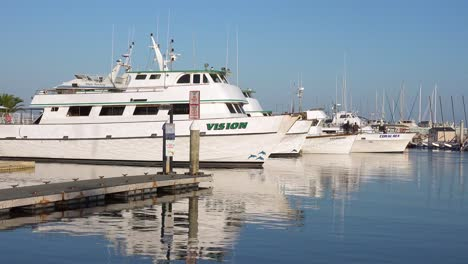 2019---The-Vision-a-boat-similar-to-the-Conception-dive-boat-owned-by-Truth-Aquatics-sit-in-Santa-Barbara-harbor-following-the-tragic-dive-boat-fire-near-the-Channel-islands-3