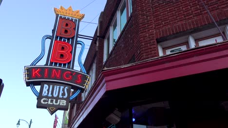 Neon-sign-on-Beale-Street-Memphis-identifies-BB-King-s-Blues-Club