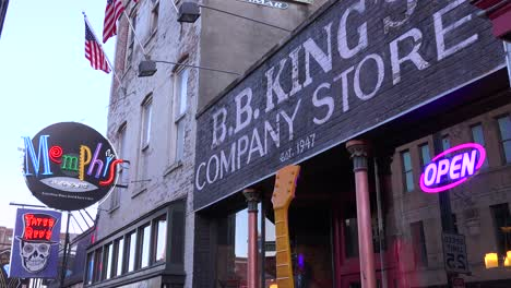 Neon-signs-on-Beale-Street-Memphis-Tennessee-identifies-BB-King-store-and-Memphis-music