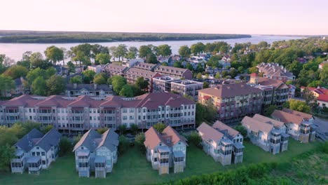 Aerial-of-modern-apartments-houses-and-condos-on-Mud-Island-Memphis-Tennessee