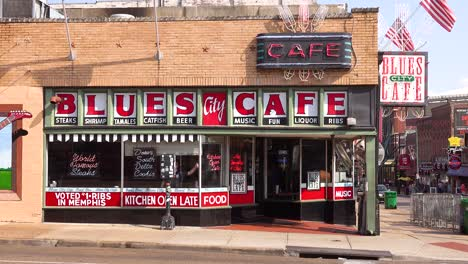 Establecimiento-De-Shot-By-Day-Of-The-Blues-Cafe-Restaurant-En-Beale-Street-Memphis-Tennessee