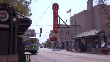 Memphis-trolley-car-on-a-busy-street-outside-the-Orpheum-Theater-performing-arts-center