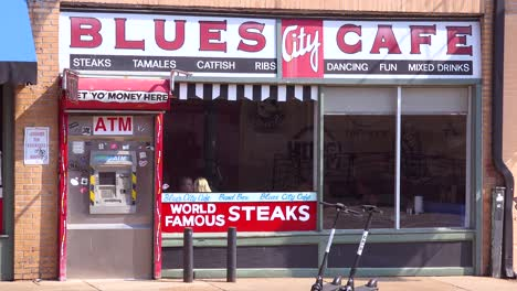 Establecimiento-De-Shot-By-Day-Of-The-Blues-Cafe-Restaurant-En-Beale-Street-Memphis-Tennessee-1