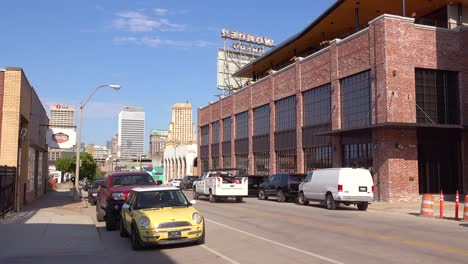 Establishing-shot-of-business-and-warehouse-in-the-business-district-of-Memphis-Tennessee