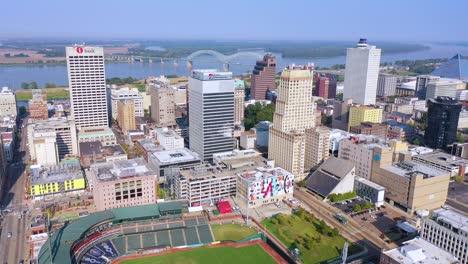 Buena-Antena-Del-Centro-De-La-Ciudad-De-Memphis-Tennessee-Rascacielos-Negocios-Horizonte-Estadio-Y-Río-Mississippi