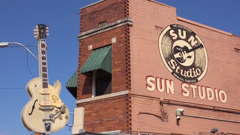 Establishing-shot-of-Sam-Phillips-Sun-Recording-studio-with-guitar-hanging-outside-in-Memphis-Tennessee