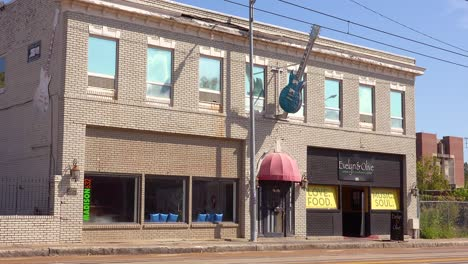 Establishing-shot-of-a-generic-commercial-building-in-Memphis-Tennessee-with-a-guitar-outside-buidling