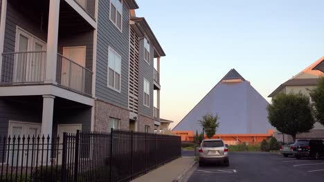 Establishing-shot-of-a-generic-apartment-complex-with-Memphis-pyramid-background