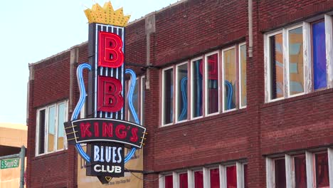 Neon-sign-on-Beale-Street-Memphis-identifies-BB-King-s-Blues-Club-1