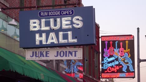 Neon-sign-on-Beale-Street-Memphis-identifies-Blues-hall-juke-joint-and-Rum-Boogie-Cafe-amongst-nightclubs-bars-and-clubs