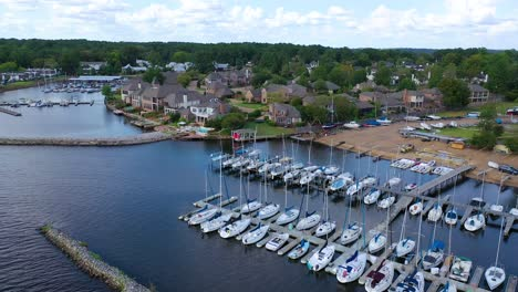 Aerial-over-luxury-homes-real-estate-and-mansions-on-Ross-R-Barnett-Reservoir-near-Old-Trace-Park-Jackson-Mississippi