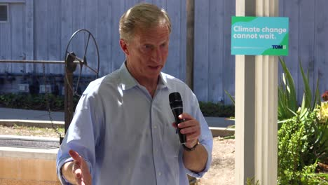 2019---El-Candidato-Presidencial-Estadounidense-Tom-Steyer-Habla-Ante-Una-Pequeña-Reunión-O-Grupo-De-Votantes-Y-Simpatizantes-En-Ventura-California-7