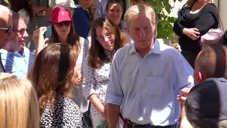 2019---El-Candidato-Presidencial-Estadounidense-Tom-Steyer-Habla-Ante-Una-Pequeña-Reunión-O-Grupo-De-Votantes-Y-Simpatizantes-En-Ventura-California-12