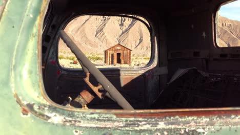 2020:-La-Vieja-Camioneta-Charles-Manson-Se-Encuentra-En-El-Desierto-Cerca-De-Barker-Ranch-Death-Valley-1
