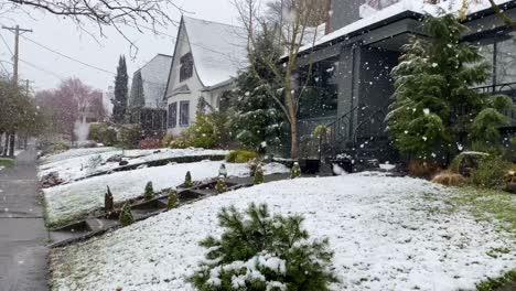 Heavy-winter-snow-falls-in-a-traditional-American-neighborhood-in-Portland-Oregon-3