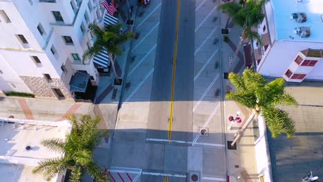 2020---vista-aérea-of-the-streets-of-Ventura-California-mostly-empty-as-all-businesses-close-during-the-Coronavirus-Covid-19-epidemic-crisis