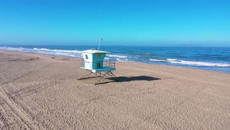 2020---aerial-of-closed-lifeguard-station-and-abandoned-beaches-of-southern-california-during-covid-19-coronavirus-epidemic-as-people-stay-home-en-masse