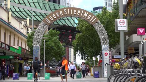 Establecimiento-De-Tiro-Del-Queen-Street-Mall-En-Brisbane-Queensland-Australia