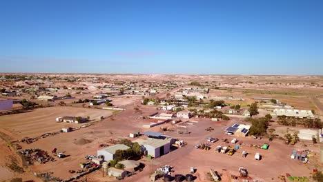 Toma-Aérea-Con-Drone-Revela-La-Ciudad-Minera-De-ópalo-De-Bush-De-Coober-Pedy-Australia-1