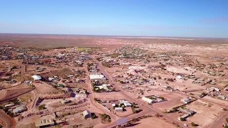 Toma-Aérea-Con-Drone-Revela-La-Ciudad-Minera-De-ópalo-De-Bush-En-El-Interior-De-Coober-Pedy-Australia-2
