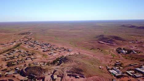 Toma-Aérea-Con-Drone-Revela-La-Ciudad-Minera-De-ópalo-De-Bush-De-Coober-Pedy-Australia-3