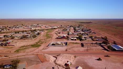 Toma-Aérea-Con-Drone-Revela-La-Ciudad-Minera-De-ópalo-De-Bush-En-El-Interior-De-Coober-Pedy-Australia-4