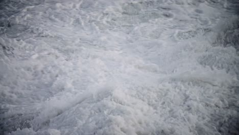 Large-waves-roll-into-the-coast-of-Hawaii-in-slow-motion
