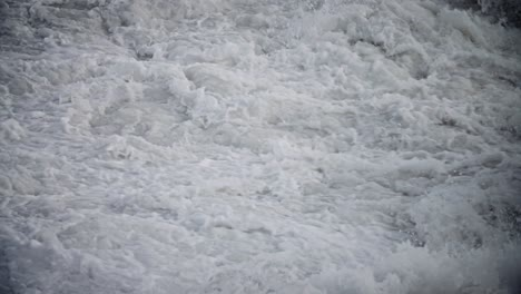 Large-waves-roll-into-the-coast-of-Hawaii-in-slow-motion-1