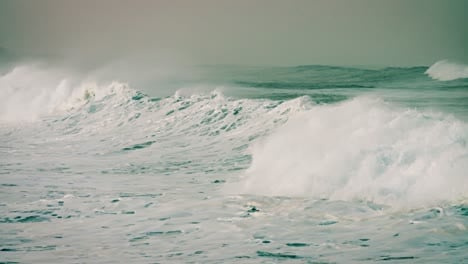 Large-green-waves-roll-into-the-coast-of-Hawaii-in-slow-motion
