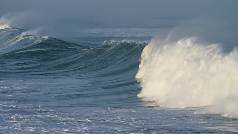 Large-waves-roll-into-the-coast-of-Hawaii-in-slow-motion-4
