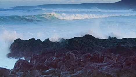 Large-waves-roll-into-the-coast-of-Hawaii-in-slow-motion-5