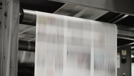 Los-Periódicos-Del-Mañana-Se-Imprimen-En-Una-Imprenta-De-Alta-Velocidad-3