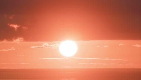 El-Sol-Se-Pone-En-Una-Enorme-Bola-Naranja-En-El-Lapso-De-Tiempo-1