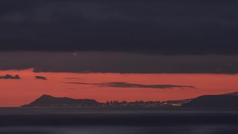 Anochecer-Sobre-La-Isla-De-Molokai-Hawaii