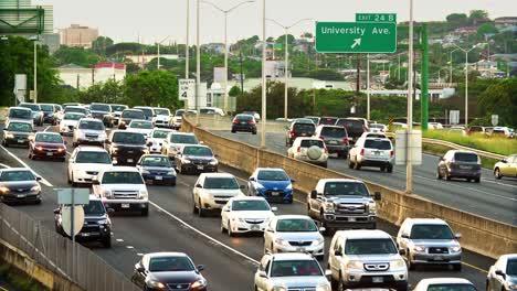 Morning-traffic-on-the-H1-Freeway-in-Honolulu-Hawaii