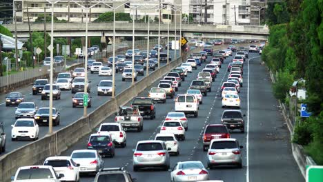 Morning-eastbound-traffic-on-the-H1-Freeway-in-Honolulu-Hawaii